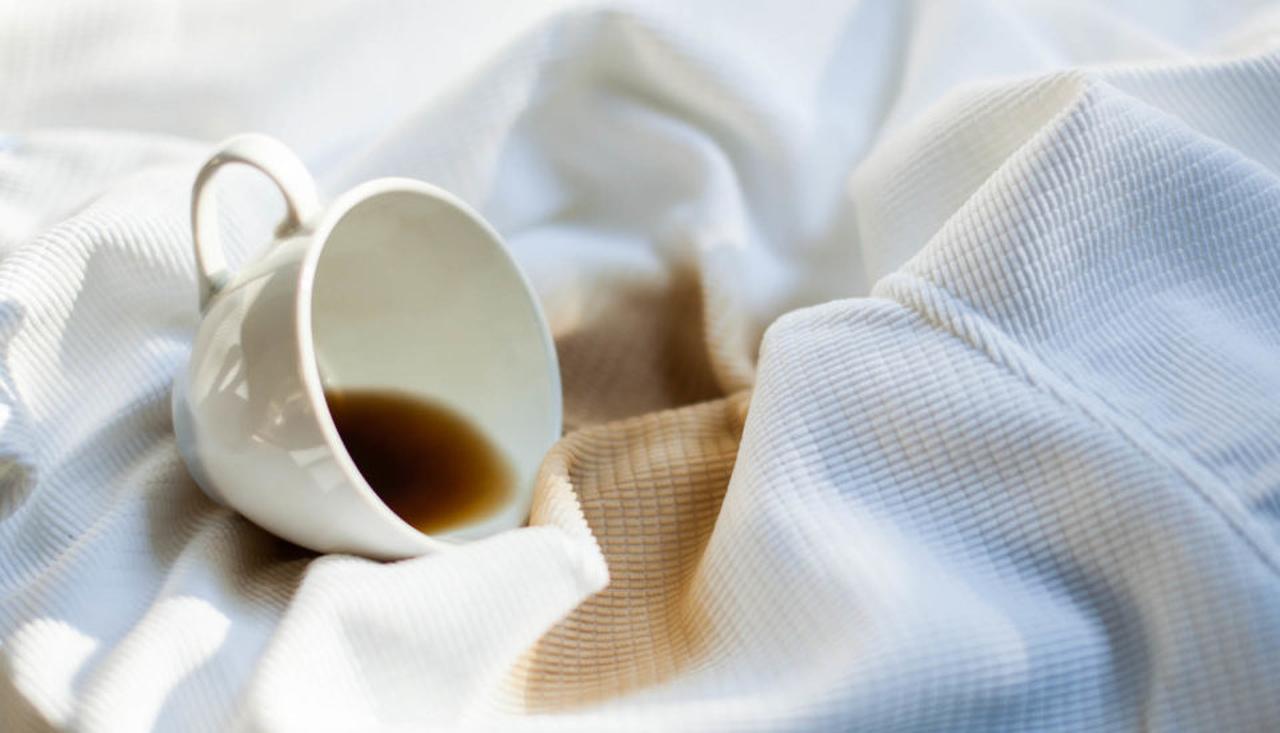چگونه لکه قهوه و چای را از روی لباس پاک کنیم