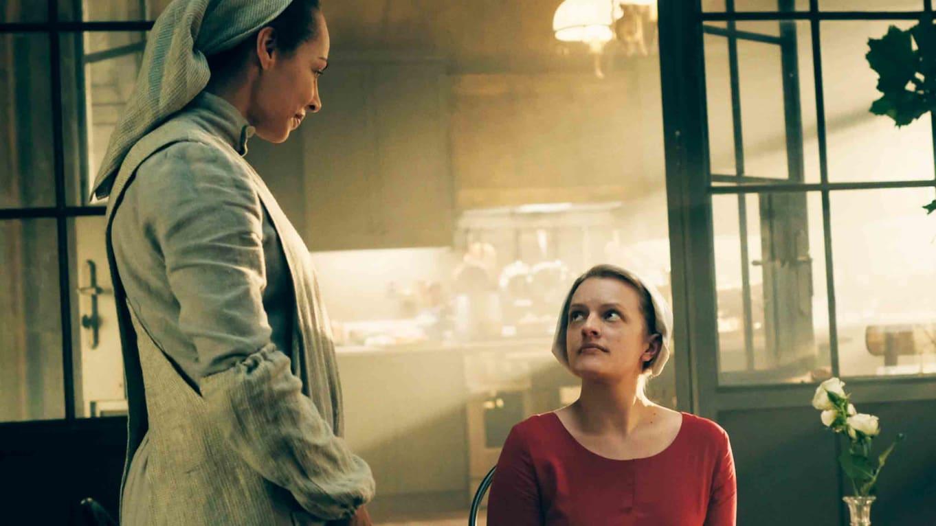سریال «سرگذشت ندیمه» (The Handmaid's Tale) از آن دسته سریال هایی است که جدای از سرگرم کننده بودن و جذابیت، چشم ما را به دنیای سیاست نیز باز می کند.