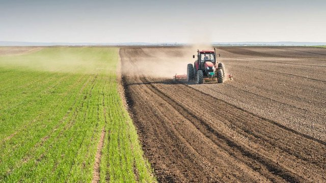 صنعت کشاورزی در ایالات متحده یک صنعت بسیار بزرگ است که سهم قابل توجهی از تولید ناخالص داخلی کشور را به خود اختصاص داده است.