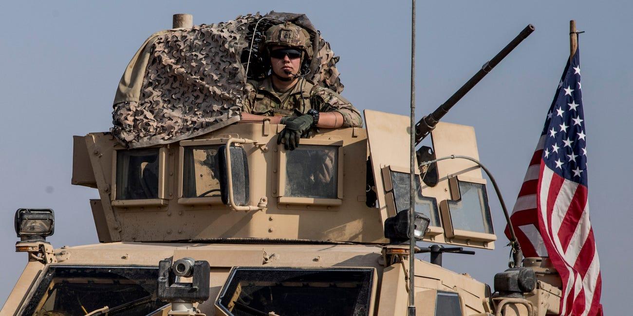 هزاران سرباز آمریکایی در پایگاه های نظامی این کشور در خارج از قلمرو خود، کشورهایی مانند کویت، بحرین، کره، جنوبی، ژاپن و آلمان مستقر هستند.