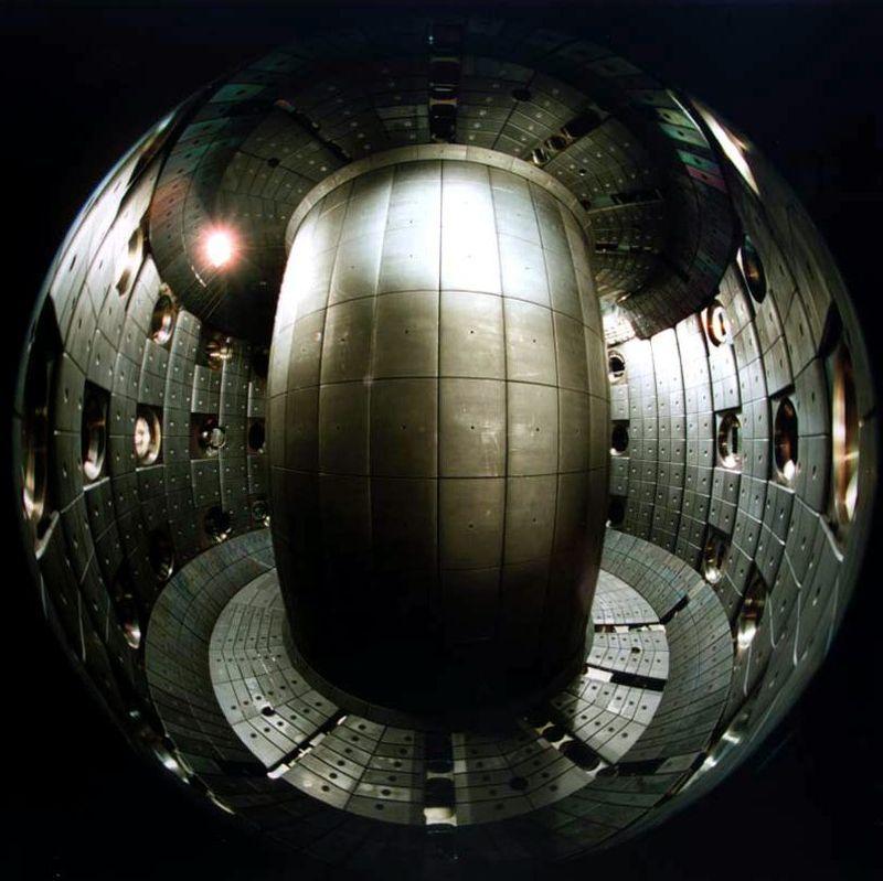 چین از برنامه خود برای تولید یک رآکتور هسته ای می گوید که «خورشید مصنوعی» نام گرفته و مانند خورشید از گداخت هسته ای برای تولید انرژی استفاده می کند.