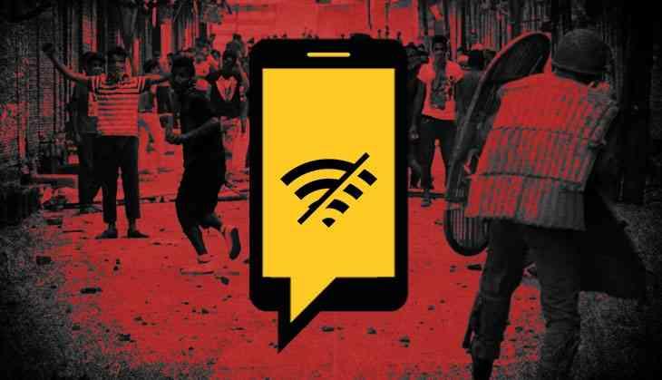 قطع اینترنت در بخش هندی کشمیر پس از آن رخ داد که نیروهای نظامی این کشور بدنبال لغو خودمختاری این منطقه در زمینه قانونگذاری به این بخش از کشور اعزام شدند.