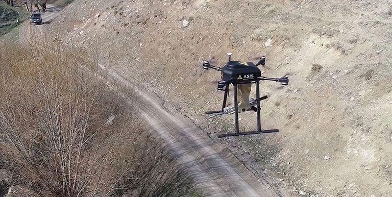 پهپاد سونگار (Songar) توسط کمپانی Asisguard که از پیمانکاران وزارت دفاع ترکیه است ساخته شده و مجهز به مسلسل و دوربین دید در شب و روز است.