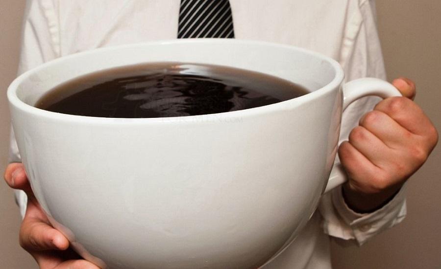 ۶ علامتی که نشان میدهد در نوشیدن قهوه زیادهروی میکنید
