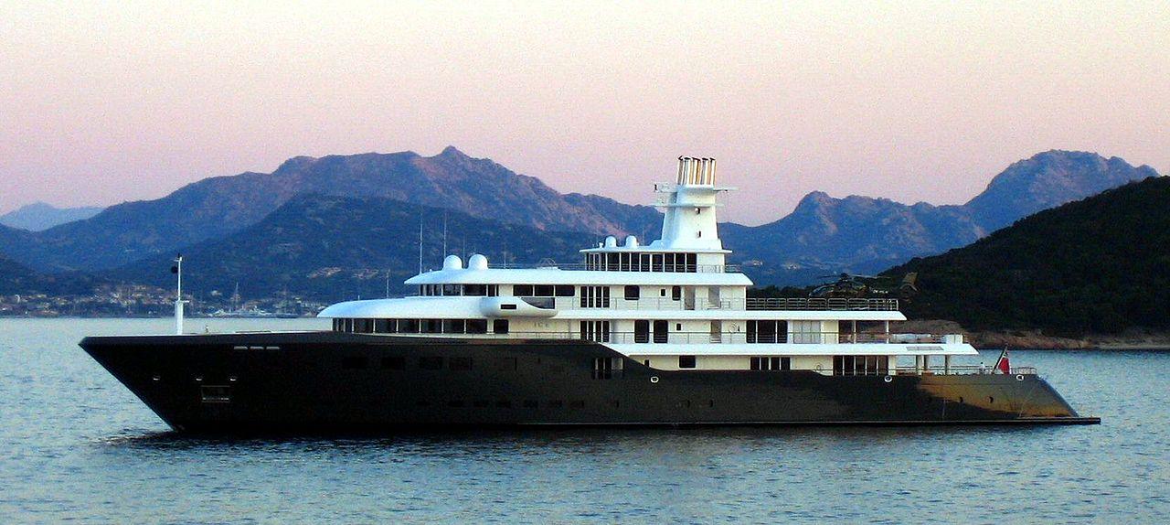 سلیمان کریموف یک میلیاردر و اولیگارش روسی است که یکی از ثروتمندترین مردان روسیه به شمار آمده و مجله فوربس ثروت او را 9.8 میلیارد دلار تخمین زده است.