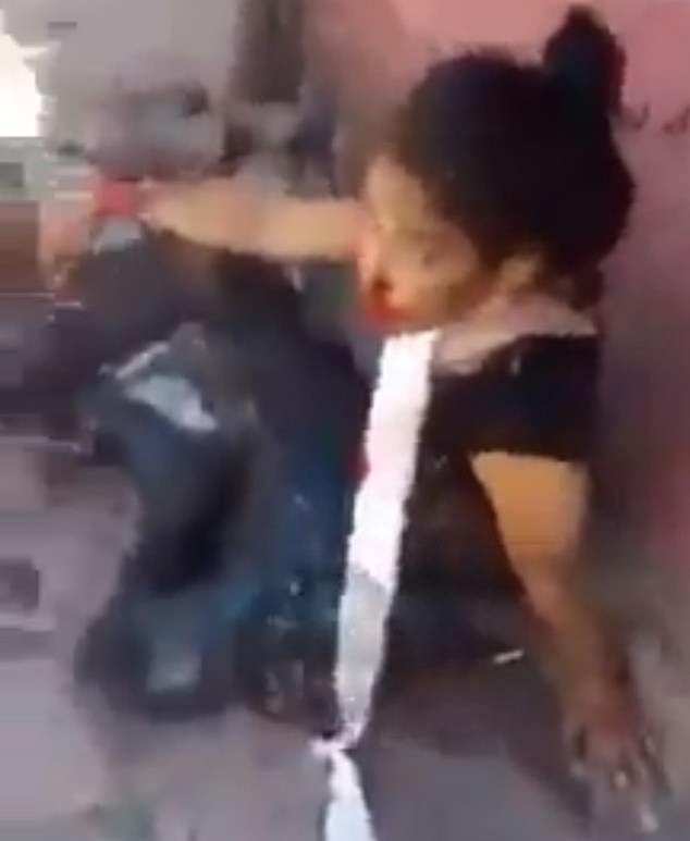 فایلی ویدیویی منتشر شده که تقلای یک زن جوان و یکی از رهبران قدرتمندترین کارتل مواد مخدر مکزیک را پس از زخمی شدن در درگیری با نیروهای پلیس نشان می دهد.