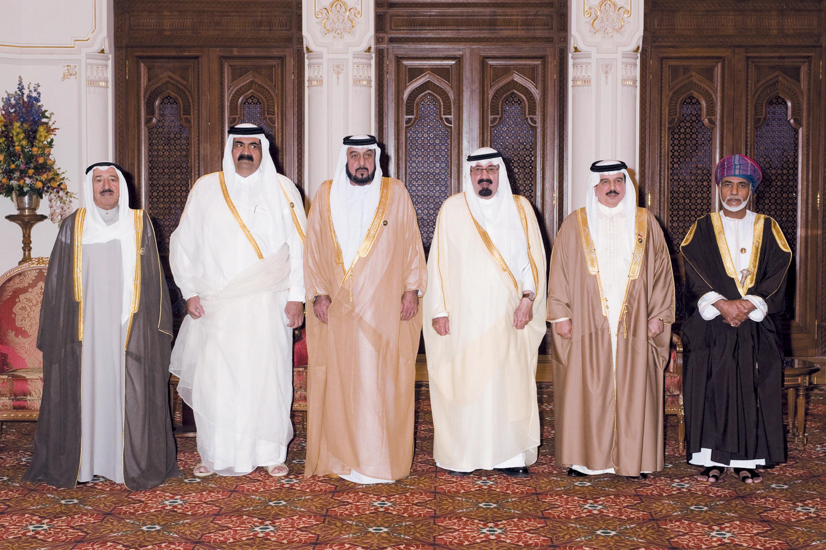 شب گذشته اعلام شد که سلطان قابوس بن سعید آل سعید، پادشاه عمان، در سن 79 سالگی و احتمالاً در اثر ابتلا به سرطان روده بزرگ درگذشته است.