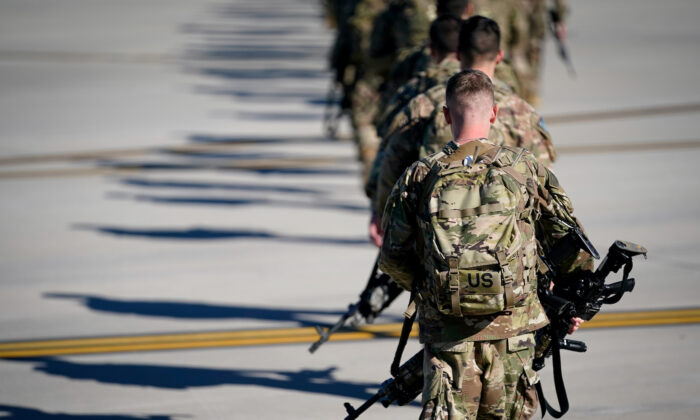 تفنگداران، سربازان و دیگر پرسنل نظامی که اخیراً به صورت اضطراری به خاورمیانه اعزام شده اند به دلیل حضور در مناطق جنگی پرداخت های ویژه ای دریافت خواهند کرد.