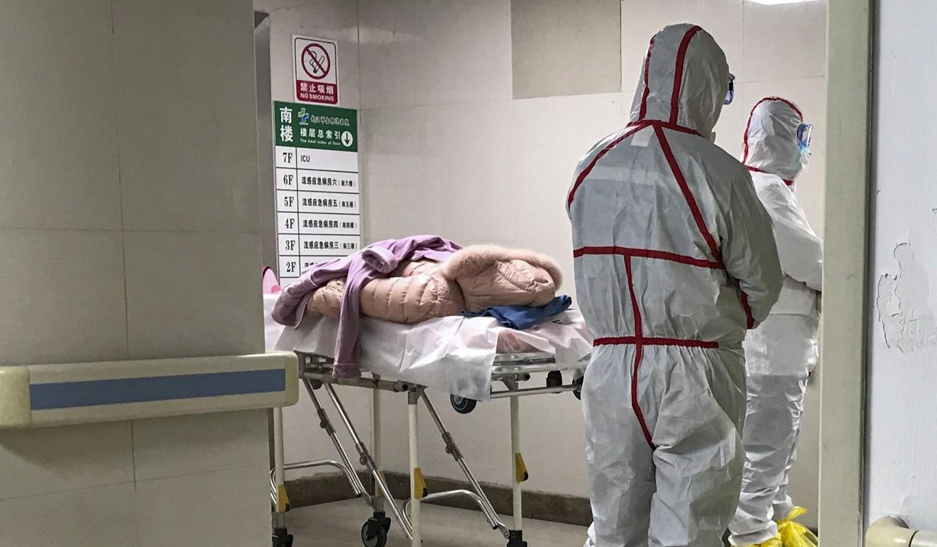 نمونه جدید کروناویروس (coronavirus) که هنوز نامی ندارد باعث ایجاد نشانه هایی شبیه سرماخوردگی مانند آبریزش بینی، سردرد، سرفه، گلو درد و تب در فرد می شود.