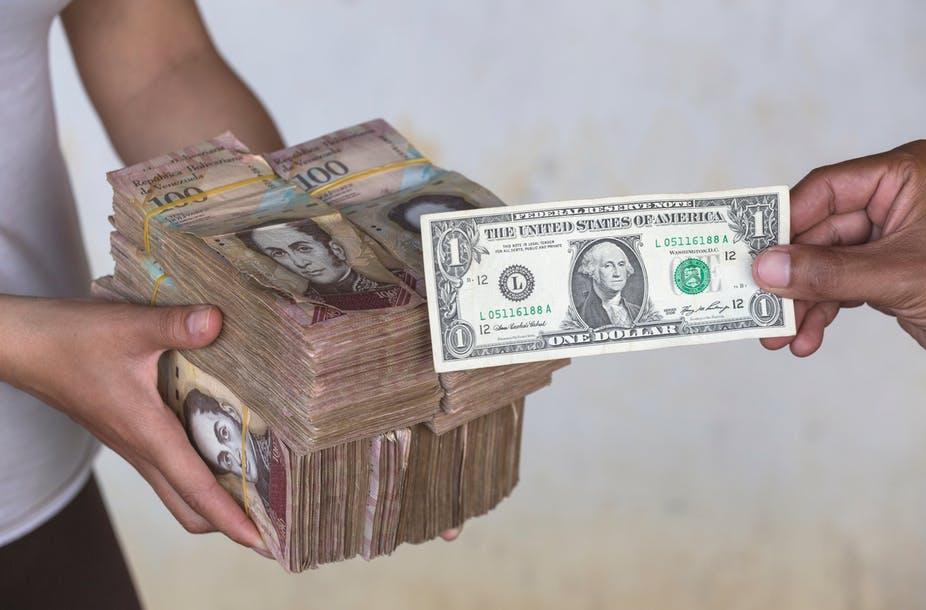اهرمی برای اجرای تحریم های اقتصادی؛ چرا هیچ ارزی توان رقابت با دلار آمریکا را ندارد؟