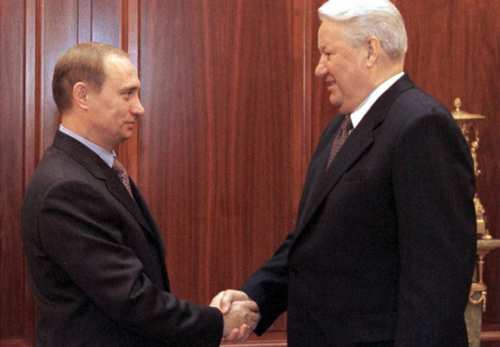 ولادیمیر پوتین، رییس جمهور روسیه، اعلام کرده است که وی با ایده دوره بدون محدودیت حضور در مقام رهبری کشور، مانند آن چیزی که در دوران اتحاد جماهیر شوروی در این کشور وجود داشت مخالف است.
