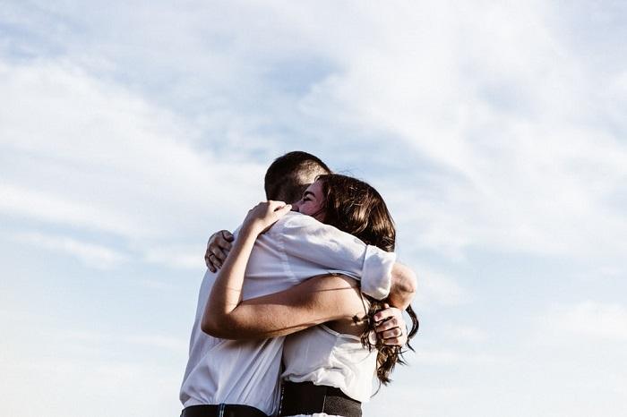 فواید در آغوش گرفتن