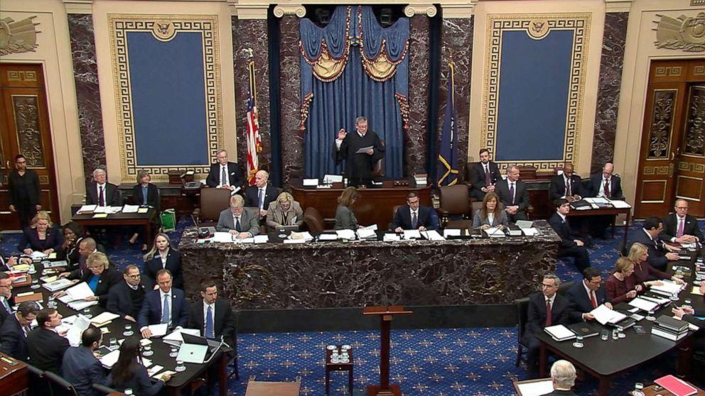 اولین جلسه از رسیدگی مجلس سنا به استیضاح دونالد ترامپ، رییس جمهور ایالات متحده، بسیار پرتنش، جنجالی و طولانی بوده و با درگیری تمام عیار سناتورهای جمهوری خواه و دموکرات همراه شد.