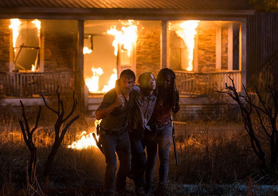 چندلر ریگز، بازیگر نقش دوست داشتنی کارل گریمز، پسر ریک، در سریال محبوب «مردگان متحرک» (The Walking Dead) در حساب توئیتری خود پیامی گذاشته که به نظر می رسد خبر بازگشت او به سریال یا دستکم دنیای آن باشد.