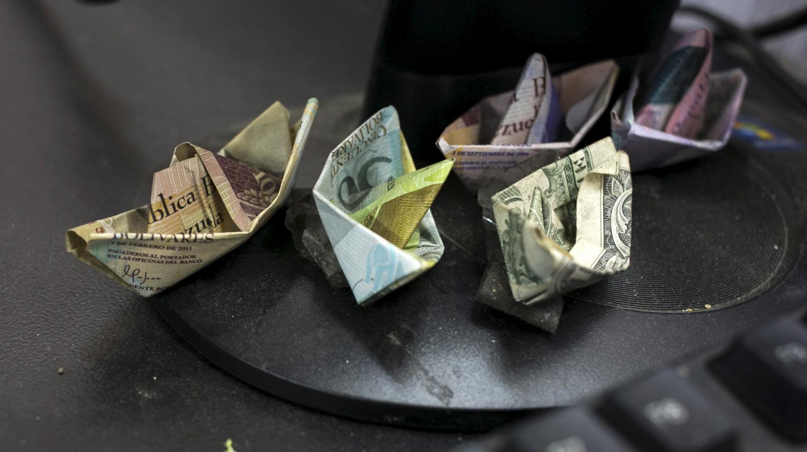 به ادعای بلومبرگ و به نقل از افراد نزدیک به بانک مرکزی ونزوئلا، ذخیره پول نقد این کشور بحران زده اکنون به 800 میلیون دلار و 200 میلیون دلار دیگر در قالب دارایی های شناور رسیده است.