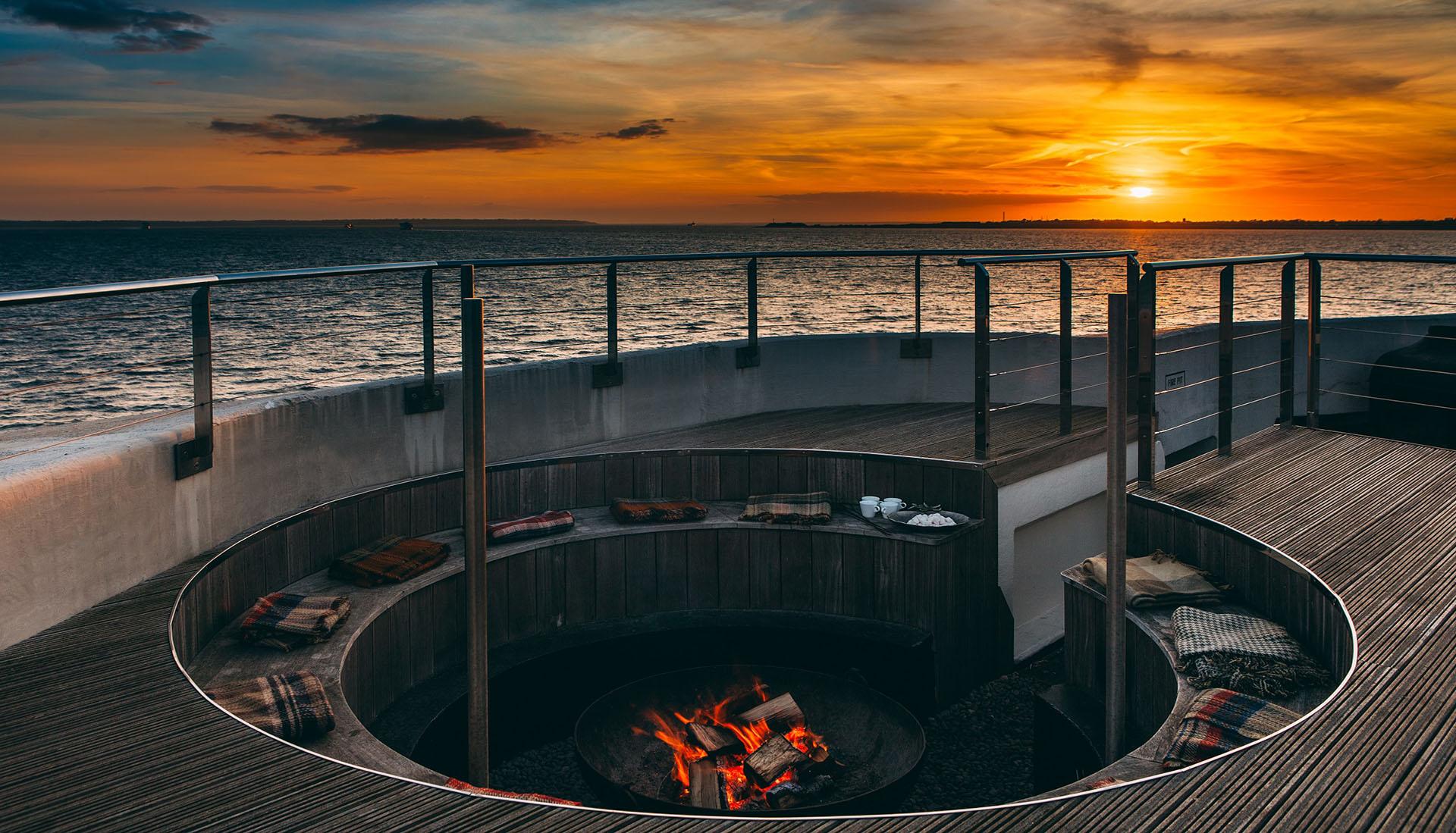 ۱۲ هتل متفاوت و عجیب جهان؛ از خانه های درختی تا جرثقیل و خیمه های سرخپوستی