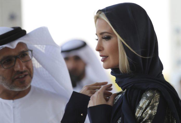 «ایوانکا ترامپ» با روسری و لباس پوشیده در دیدار از مسجد جامع شیخ زاید دبی