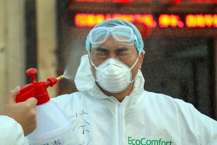 ویروس کرونا (coronavirus) که در دسامبر سال گذشته در ووهان، چین شیوع پیدا کرده در بیش از دو ماه اخیر بیش از 720 نفر را عمدتاً در چین به کام مرگ فرستاده است.