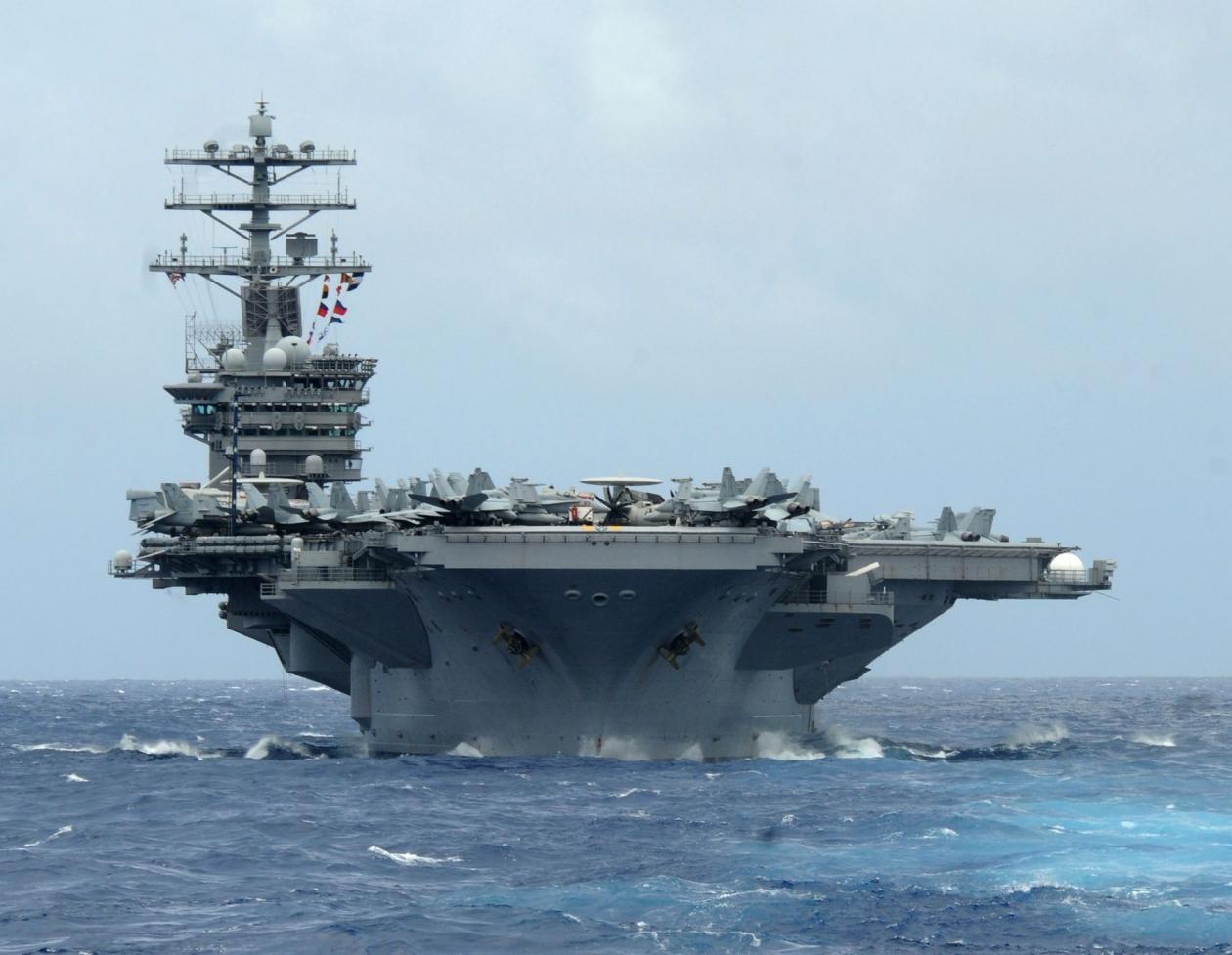 ناو هواپیمابر USS Theodore Roosevelt متعلق به نیروی دریایی ایالات متحده، با لقب «چماق بزرگ» (Big Stick) یکی از حفاظت شده ترین کشتی های جنگی است.