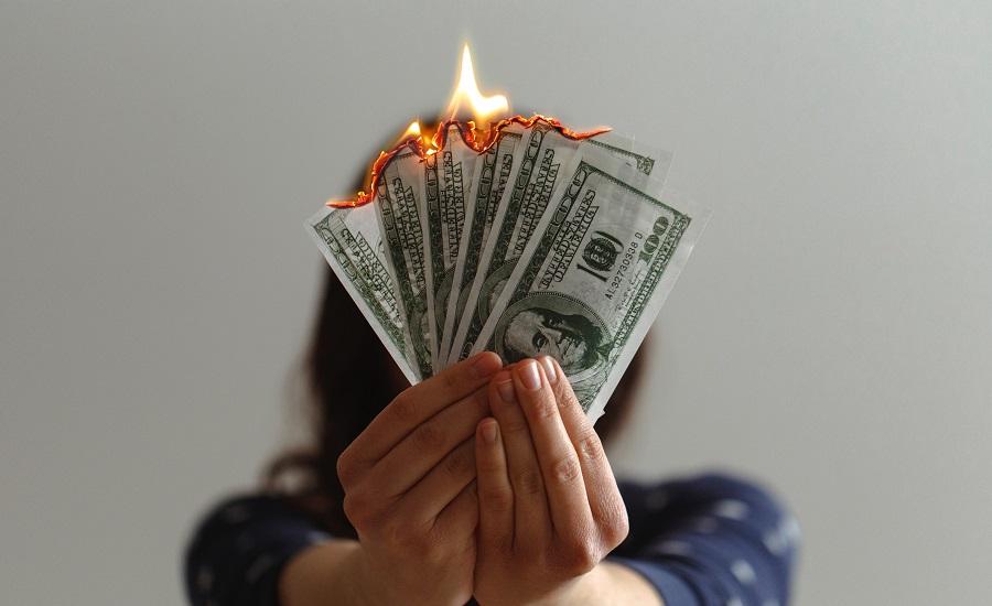 عادتهای بدی که پول و سرمایه شما را هدر میدهند و پساندازتان را صفر میکنند