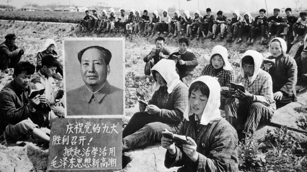 مائو زدونگ، بنیانگذار و اولین رهبر چین کمونیست، یکی از شخصیت های بحث برانگیز تاریخ است که موافقان و مخالفان او در موردش توافق ندارند.