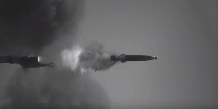 تصاویری از توپ جدید ارتش ایالات متحده با نام توپ با نام رسمی «توپ دوربرد استراتژیک» (Strategic Long Range Cannon (SLRC)) و برد 100 مایلی منتشر شده است.
