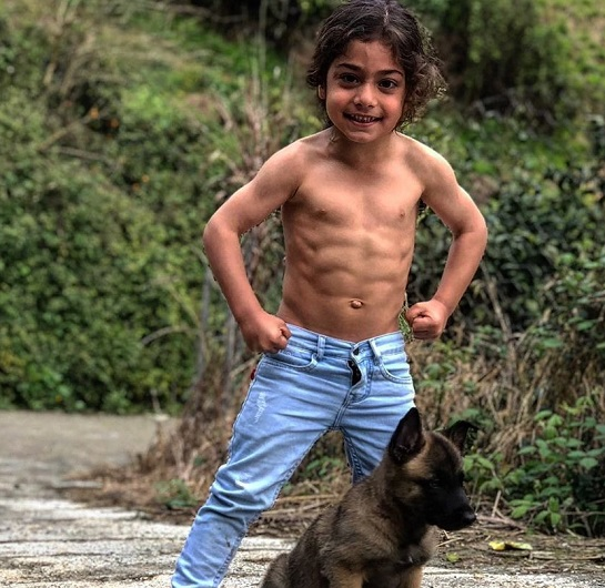 دیدار با «آرات حسینی»؛ اعجوبه ۶ ساله بابلی با رویاهای «مسی»