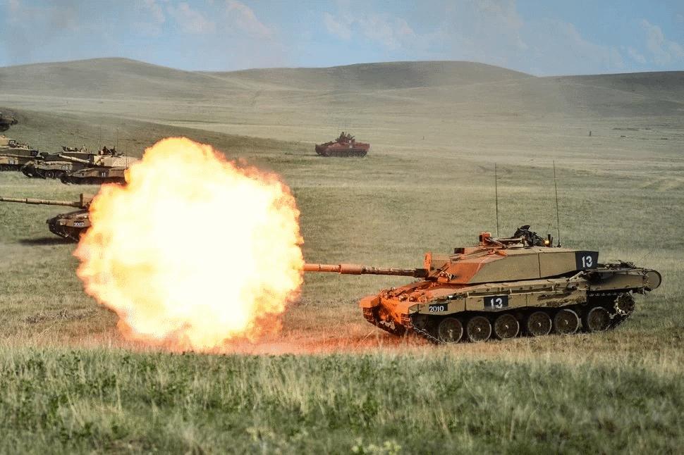 تانک مجهز به موتور راکت اتحاد جماهیر شوروی برای حرکت سریع در زمینهای گلآلود و باتلاقی