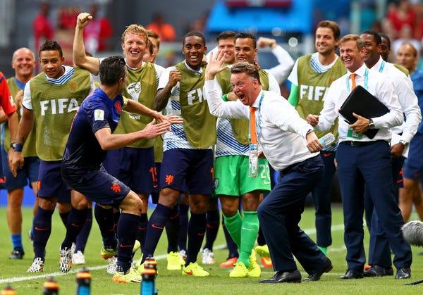 مجله France Football بر اساس جام های قهرمانی، شخصیت و تاثیر مربیان بر این ورزش و دیگر مربیان، به رده بندی 22 مربی برتر تاریخ فوتبال پرداخته است.
