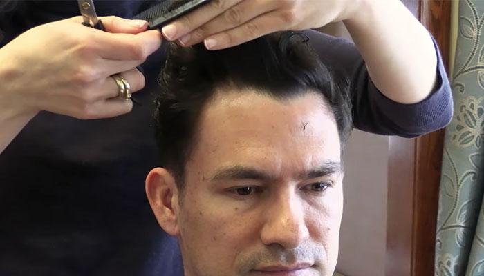 6 6 چگونه در خانه موهای خود را اصلاح کنیم؟ ۷ گام ساده برای خودآرایشگری مردان