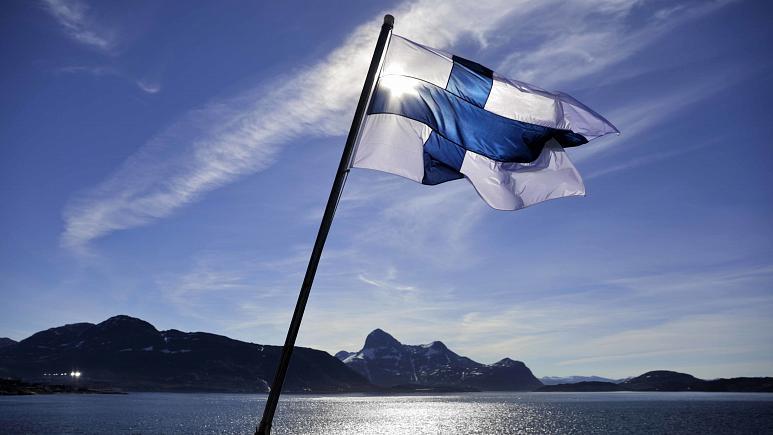 برای سومین سال پیاپی، فنلاند در صدر شادترین کشورهای جهان قرار گرفت و کشورهای دانمارک و سوییس نیز رتبه های دوم و سوم را به خود اختصاص دادند