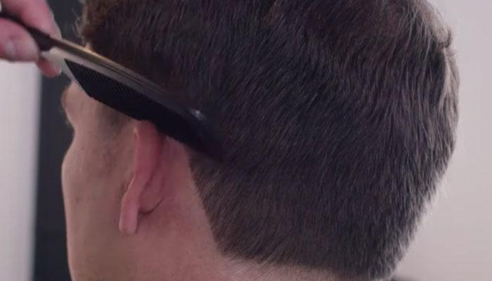 9 8 چگونه در خانه موهای خود را اصلاح کنیم؟ ۷ گام ساده برای خودآرایشگری مردان