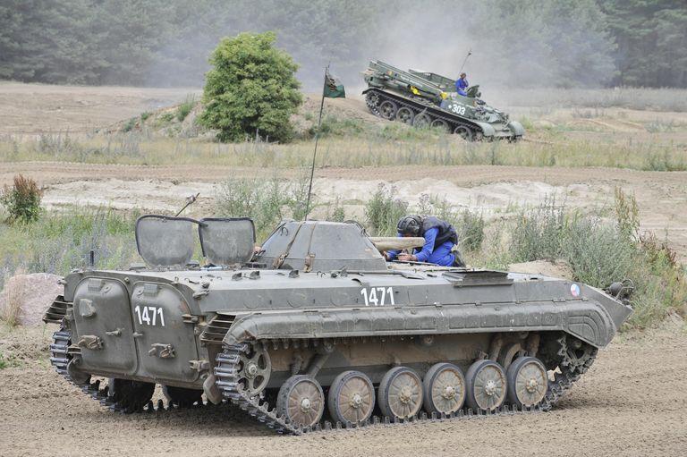 تصاویر تازه منتشر شده نشان می دهد که شوروی همیشه مبتکر روزگاری رویای اضافه کردن تکنولوژی راکت به تانک هایش را در سر می پرورانده است