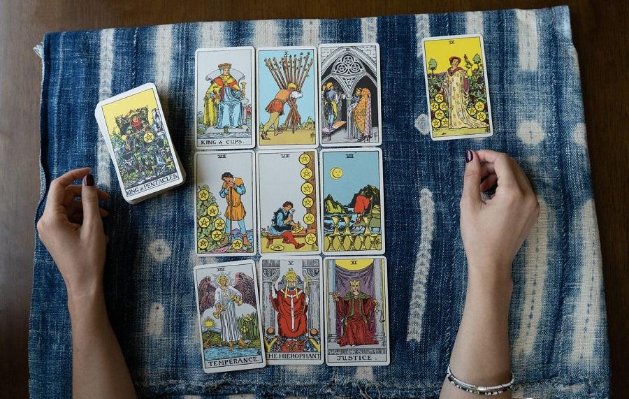 همه چیز در مورد فال تاروت ؛ از تاریخچه تا معنی کارتهای تاروت
