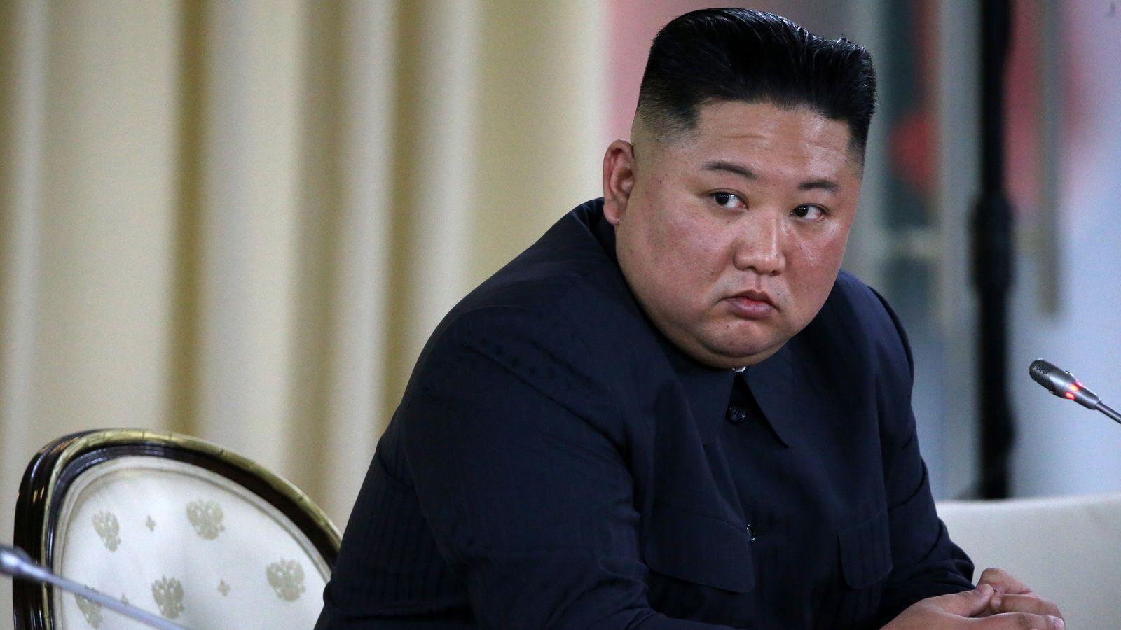 برداشته شدن مجسمه ها و تصاویر رهبران کره شمالی و باز هم شایعه مرگ کیم جونگ اون