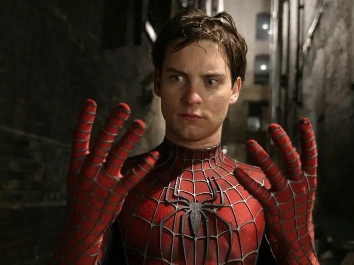 نقد مرد عنکبوتی