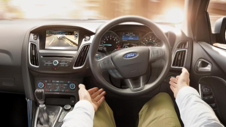 رانندگی بدون دست