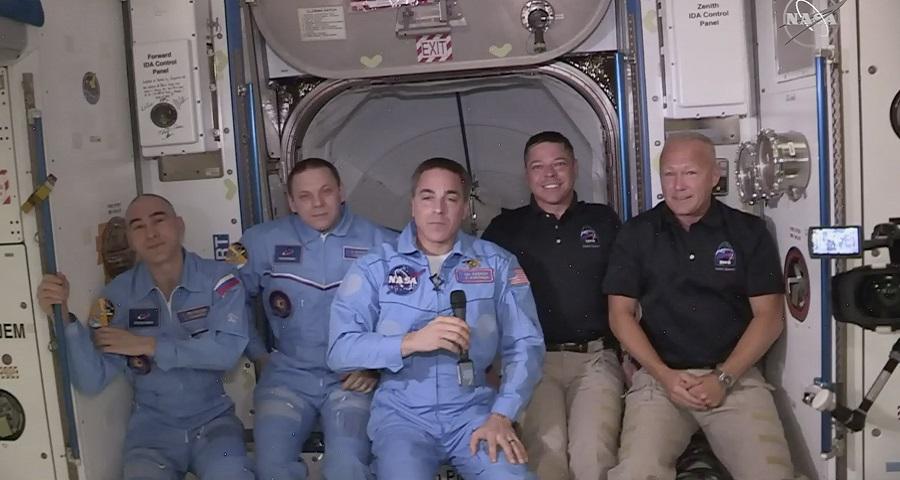 لحظه ورود فضانوردان سفینه اسپیس ایکس به ایستگاه فضایی بین المللی + ویدئو