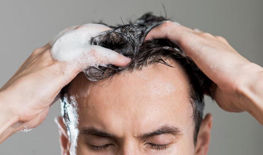 چند اشتباه رایج در شستشوی موها که اغلب ما مرتکب می شویم