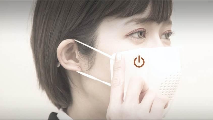 ماسک هوشمند ؛ اختراع ژاپنیها که دارای مترجم، اسپیکر و سیستم تبدیل گفتار به متن است