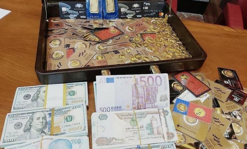 تصویر کیف رشوه میلیاردی با صدها سکه طلا و دلار به مدیر سابق بانک مرکزی