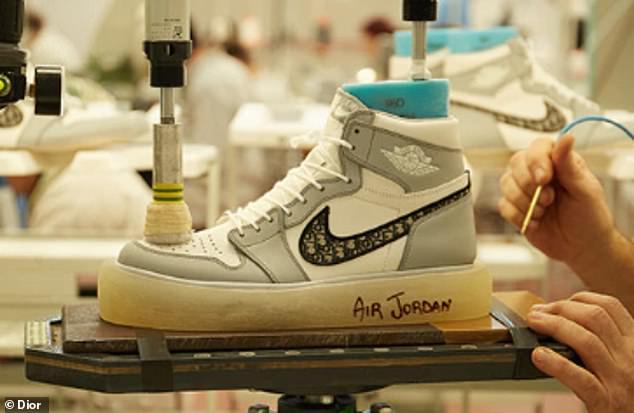 کفش ورزشی Air Dior