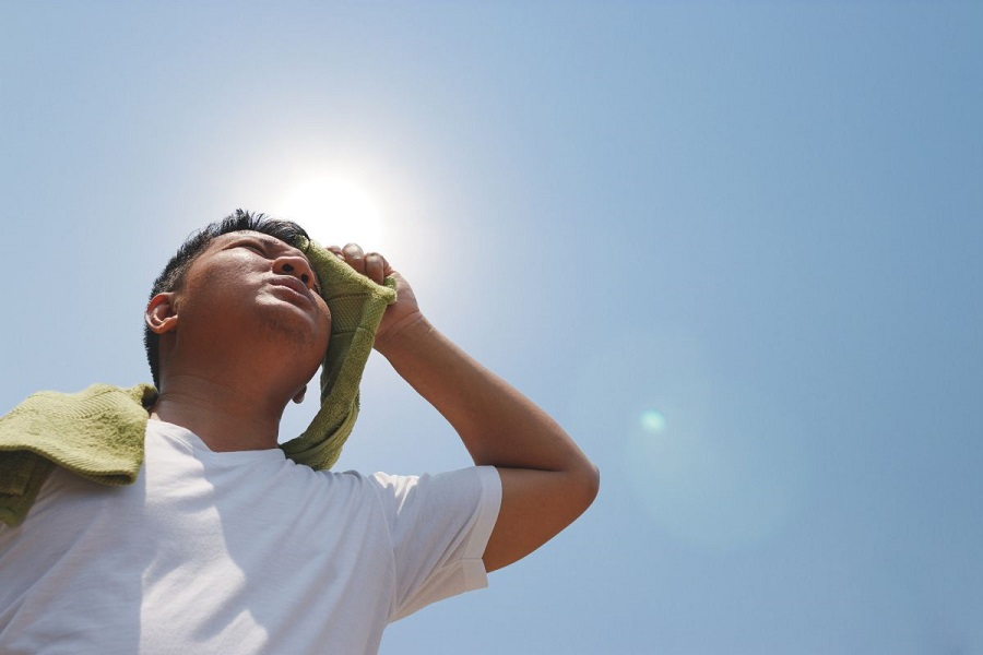 ۵ ترفند ساده و مفید برای خنک شدن در هوای گرم ؛ از روش جذب عرق تا خنک کردن کل بدن