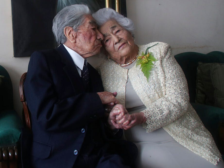 5f4bbc187ffa48002894d0d7 1 - پیرترین زوج دنیا از فرمول سری زندگی مشترک طولانی و موفق خود گفتند