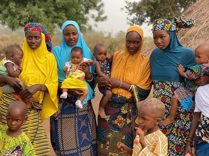 9b 86afff5f0f96f8517f477ec810 روزیاتو: قومی آفریقایی که خود را زیباترین مردمان دنیا می دانند اخبار IT