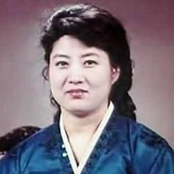 Ko Yong hui portrait روزیاتو: انتشار عکس هایی نادر از دوران کودکی رهبر کره شمالی و شایعاتی در مورد مادرش اخبار IT