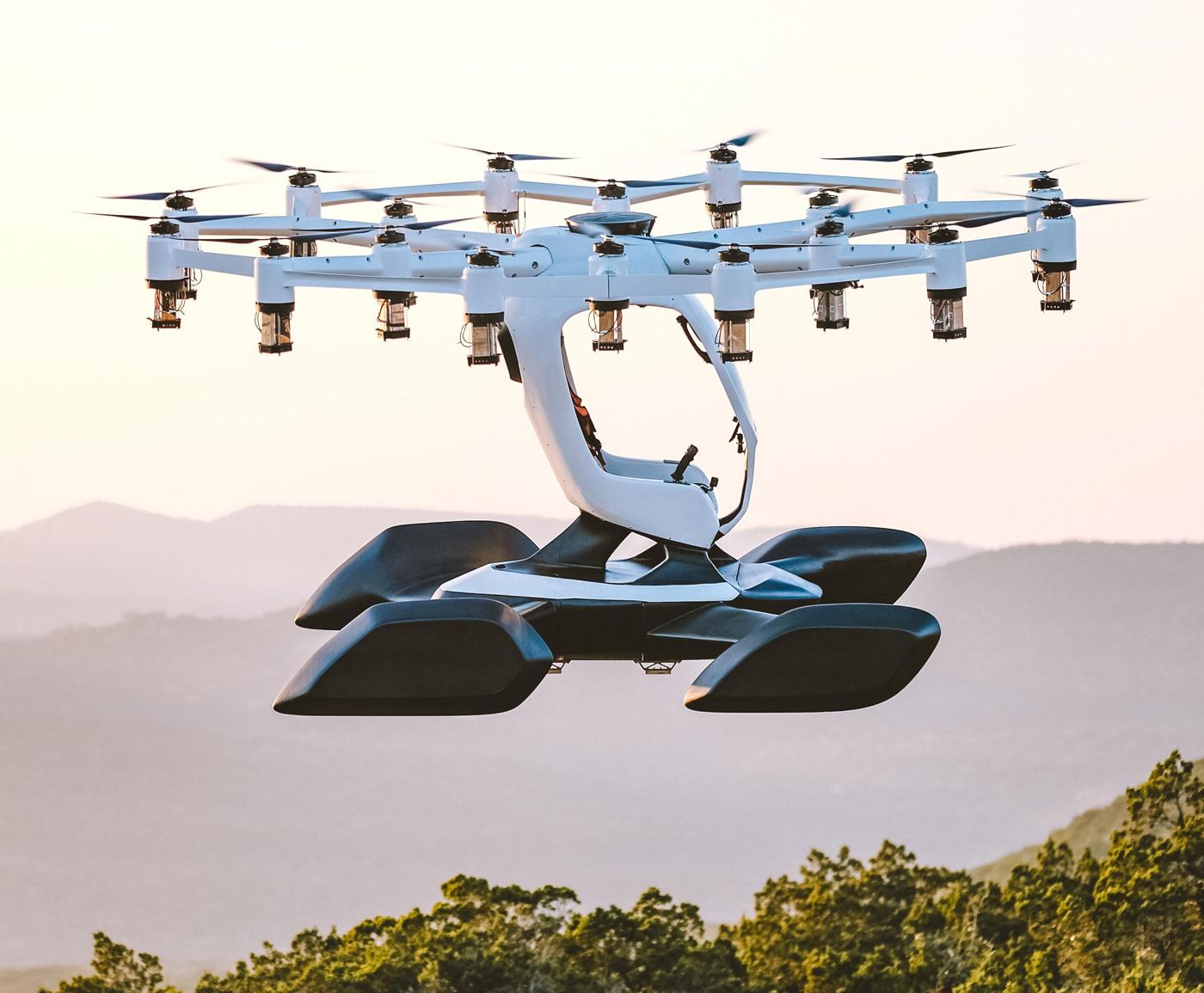 ماشین پرنده که Hexa نام داشته و توسط یک کمپانی مستقر در تگزاس به نام LIFT Aircraft طراحی و ساخته شده بسیار سبک بوده، تنها 432 پوند (196 کیلوگرم) داشته و با 12 روتور مستقل به پرواز در می آید.