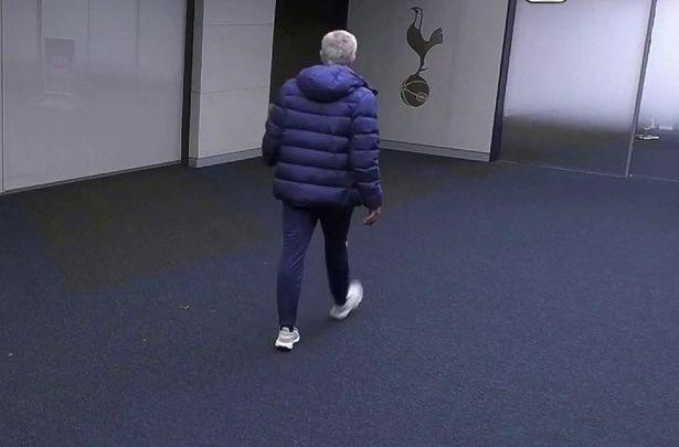 ژوزه مورینیو پس از ماجرای عجیب توالت رفتن اریک دایر ، بازیکن تیمش در جریان بازی دیشب مقابل چلسی در جام حذفی، شرایط وی را «غیرانسانی» نامید.