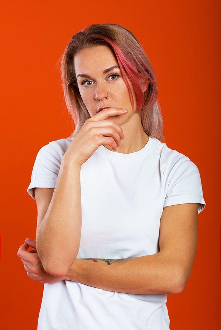 11 4438b45940804a65b091055efe روزیاتو: راز زبان بدن؛ این حرکات جذابیت تان را کم می کنند اخبار IT