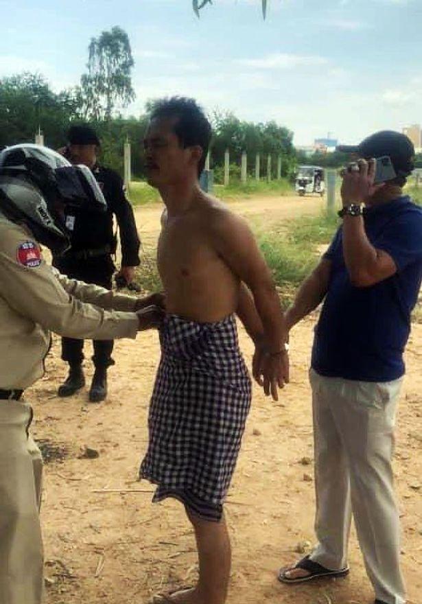 جوان عریان کامبوجی مادرش را به بهانه تسخیر شدن توسط ارواح خبیثه گردن زد